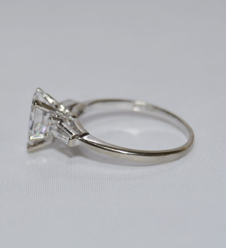 Dainty & Elegant 14K White Gold Pear Cubic Zirconia Engagement Ring sz 6.25
