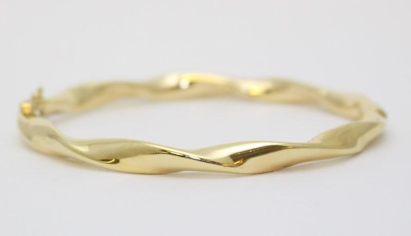 14K Yellow Gold Polished Twisted Hinged Italian Bangle Bracelet