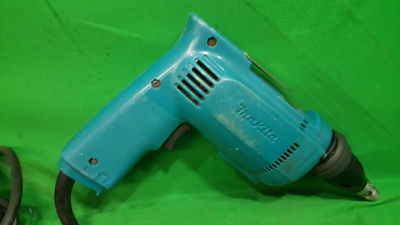 MAKITA Drywall Screw Gun 6820V