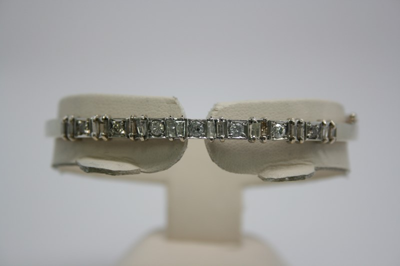 FASHION DIAMOND BANGLE BRACELET 14K WHITE GOLD