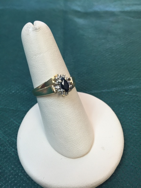 Synthetic Sapphire Lady's Stone Ring 10K Yellow Gold 3.1g
