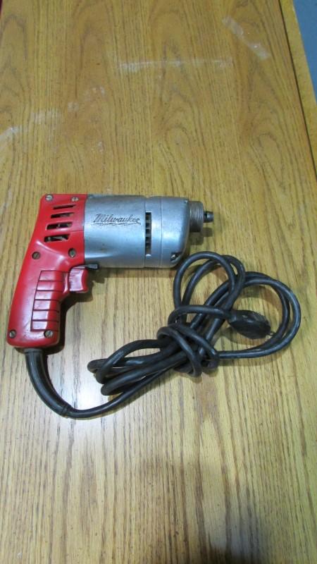 MILWAUKEE Screw Gun 6798-1