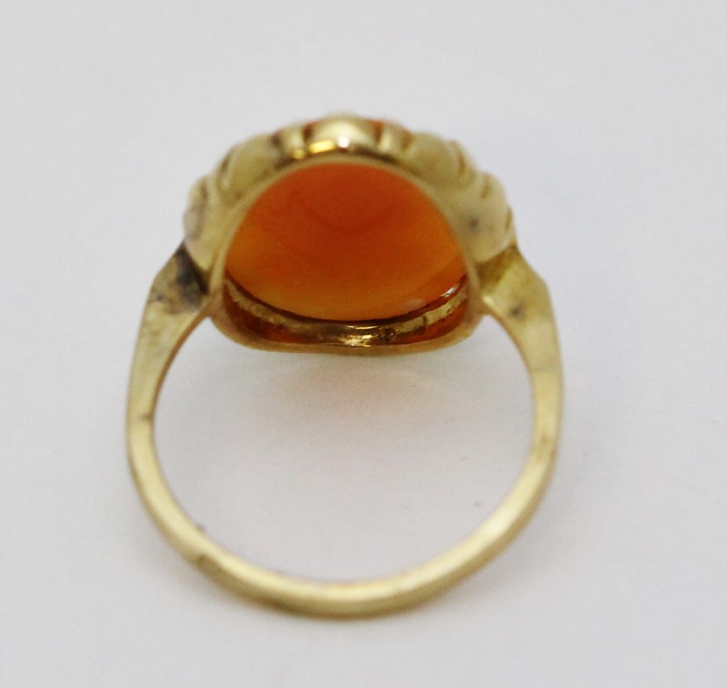 Ladies Classic Cameo 10K Yellow Gold Ring, Size 6.5