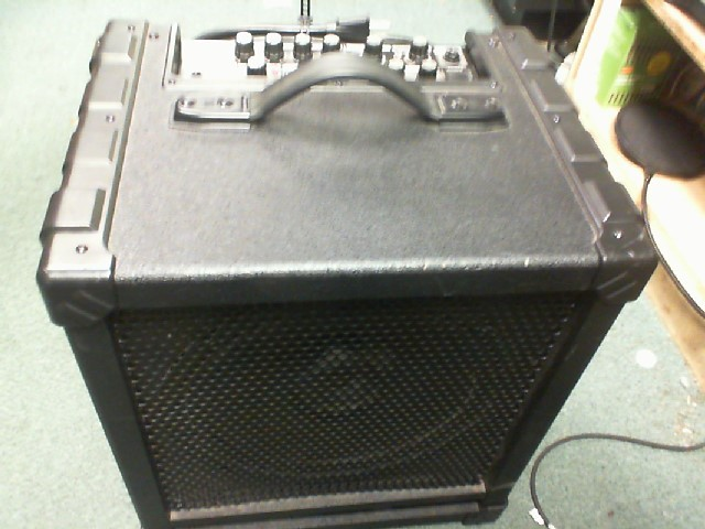 ROLAND Bass Guitar Amp CB-100