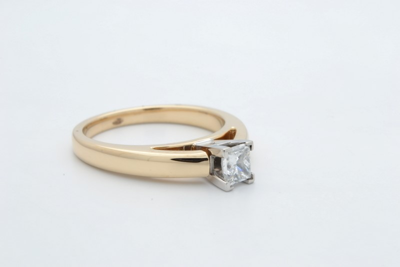 ESTATE DIAMOND RING SOLID 14K GOLD PRINCESS CUT ENGAGEMENT WED SZ 7