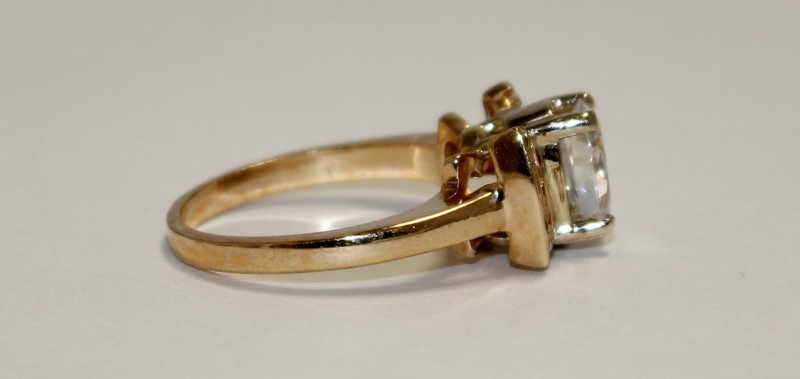 14K YELLOW GOLD CUBIC ZARCONIA RING SIZE 6.25