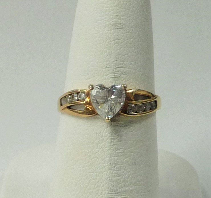 Synthetic Cubic Zirconia Lady's Stone Ring 10K Yellow Gold 1.07dwt