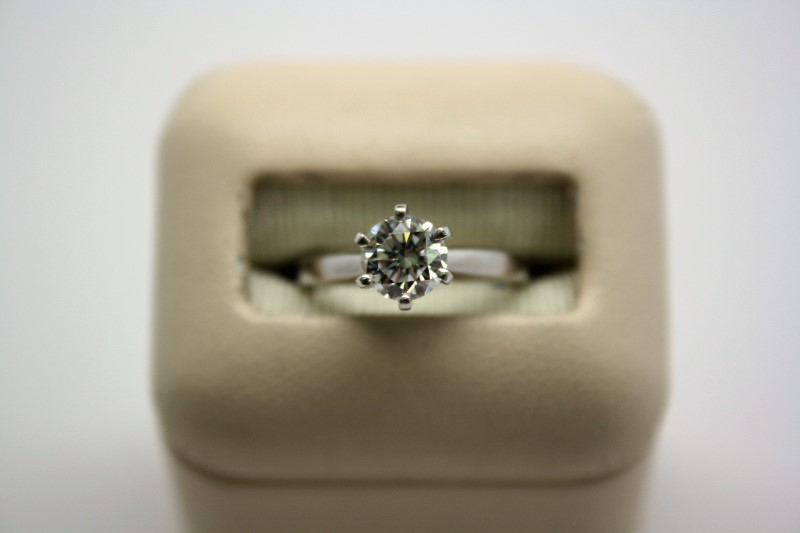 LADY'S SOLITAIRE DIAMOND PLATINUM RING
