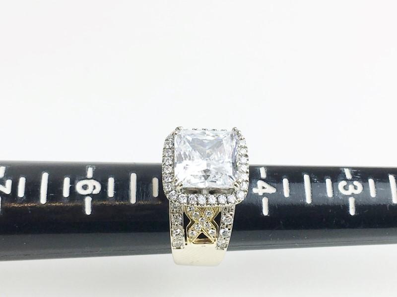 CZ Center w 40 Diamonds .64 Carat T.W. 18K White Gold 17.11g