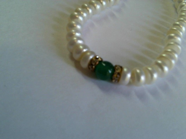 PEARLS AND GREEN JADE BEAD WITH CRYSTALSSTAINLESS STEEL CLASP 18""