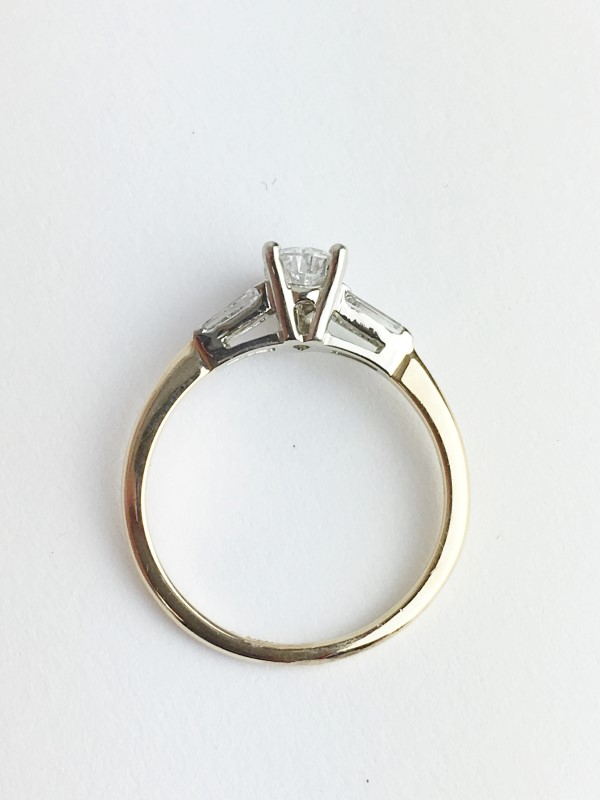 0.56cts Pear Shape Ring w 3 Diamonds .86 Carat T.W. 14K Yellow Gold 2.13g