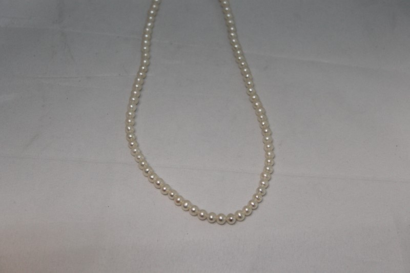 """18"""" Inch Freshwater White Pearl Necklace"""