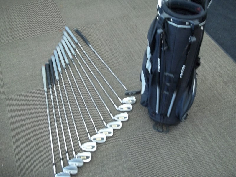 TITLEIST COMPLETE IRONS 822.O