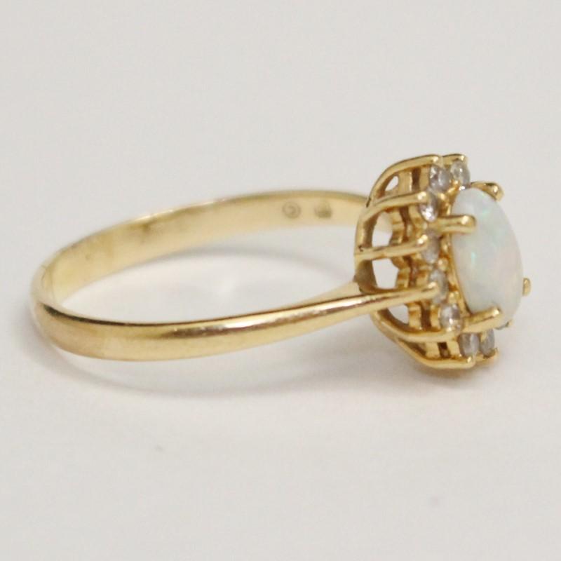 14K Yellow Gold Oval Cut Opal & Brilliant Cut Diamond Ring Size 7.5