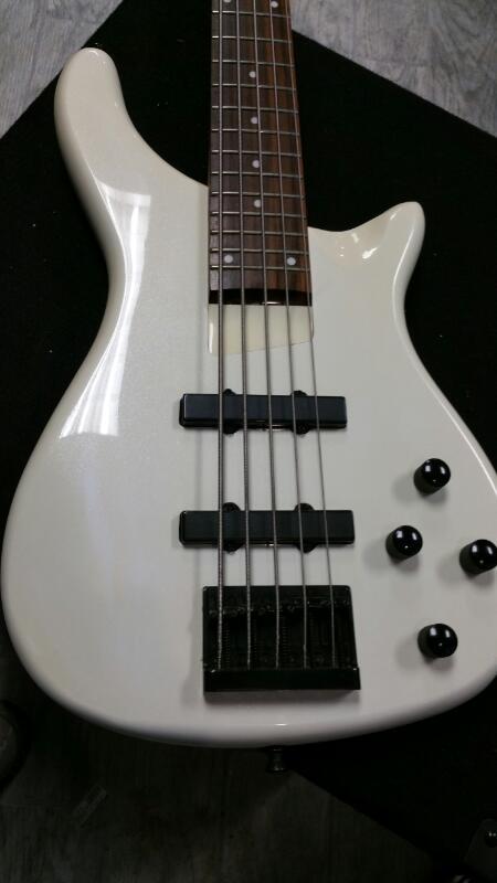 ROGUE MUSICAL INSTRUMENTS Bass Guitar SERIES III
