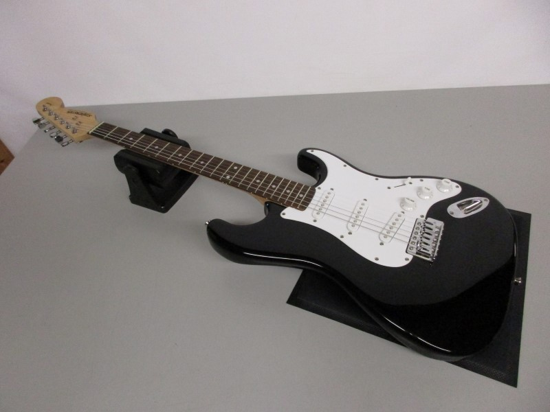 STARCASTER BY FENDER STRATOCASTER ELECTRIC GUITAR