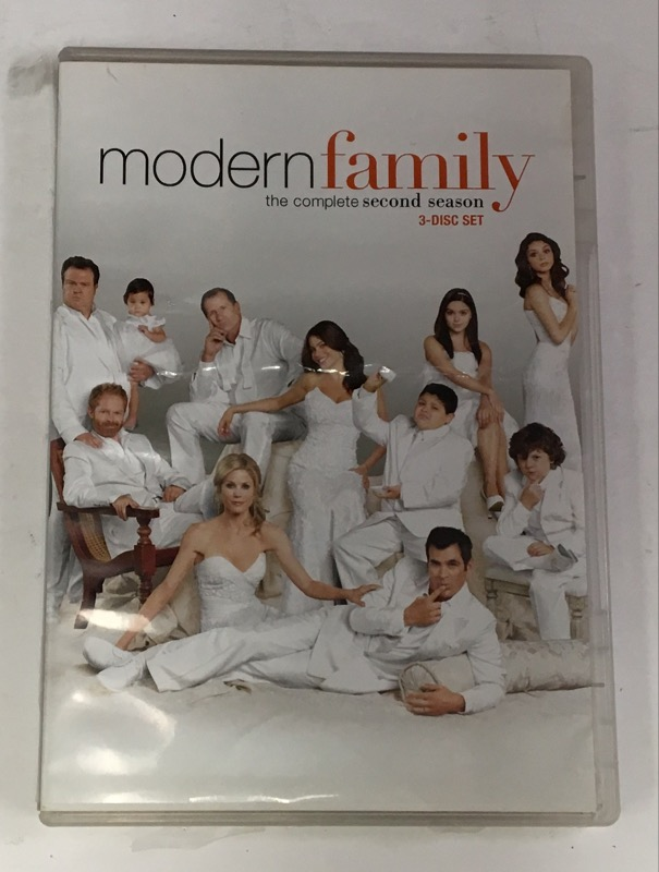DVD BOX SET DVD MODERN FAMILY SECOND SEASON