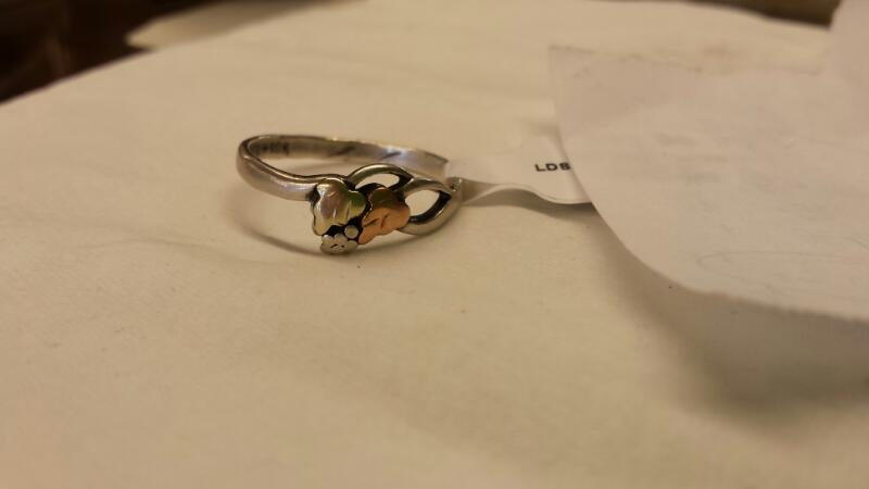 Lady's Silver Ring 925 Silver 1.24dwt