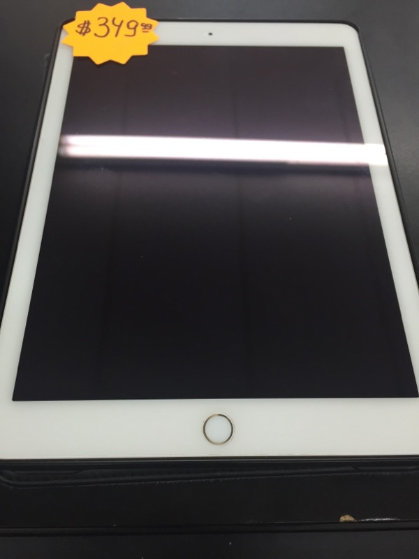 APPLE MH2W2LL/A IPAD/IPOD/TABLET   IN BLACK CASE PASS WORD IS 1927 . RD WHT
