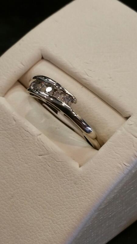 Lady's Gold Ring 14K White Gold 0.9dwt Size:5.8
