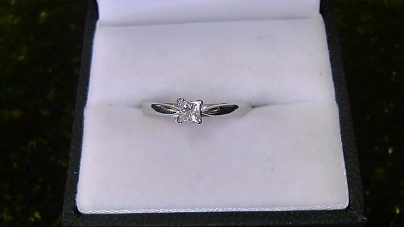Lady's platinaire(95%silver) (5% platitum ) princess cut diamond ring