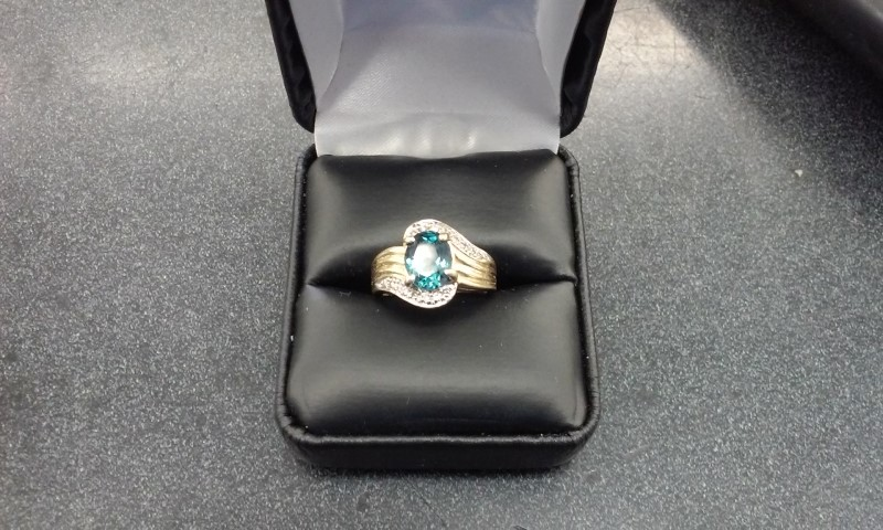 Blue Stone Lady's Stone & Diamond Ring 16 Diamonds .16 Carat T.W.