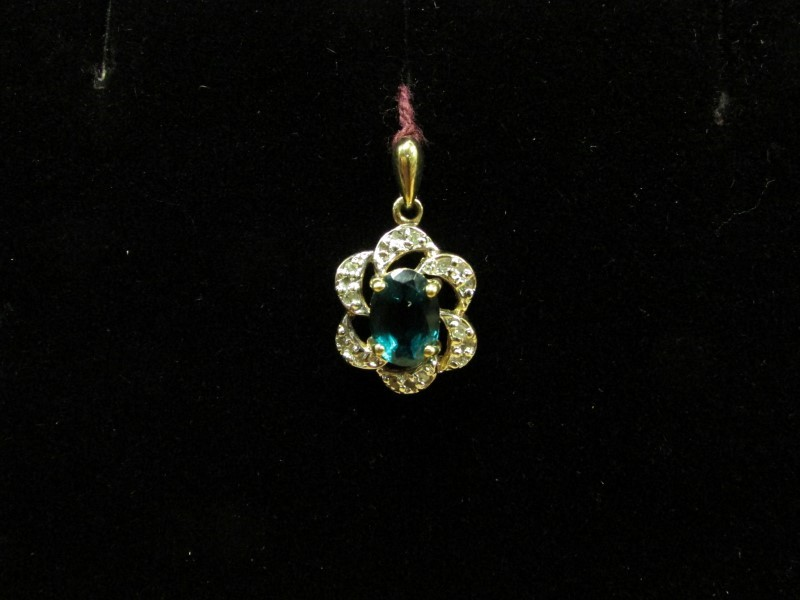 Green Stone Gold-Diamond & Stone Pendant 12 Diamonds .12 Carat T.W.