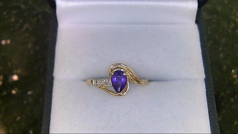 LADY'S 14K YELLOW GOLD OVAL AMETHYST DIAMOND RING