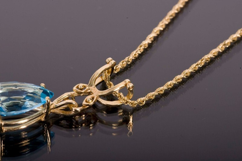 "22.5"" Blue Topaz Stone Necklace 14K Yellow Gold 8.4g"