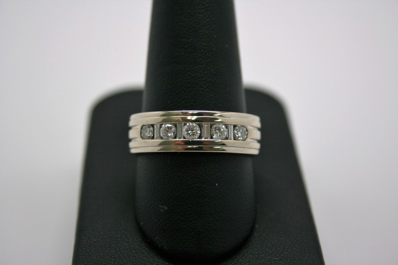 GENT'S DIAMOND WEDDING BAND 18K WHITE GOLD