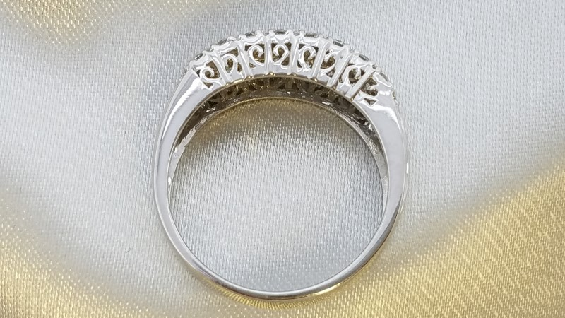 Lady's Diamond Fashion Ring 25 Diamonds 1.00 Carat T.W. 14K White Gold 5.1g