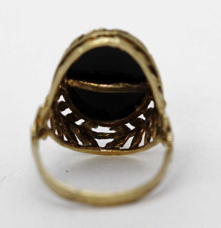 Gorgeous 10K Yellow Gold Oval Black Onyx Leaf & Filigree Detail Cocktail Ring 9