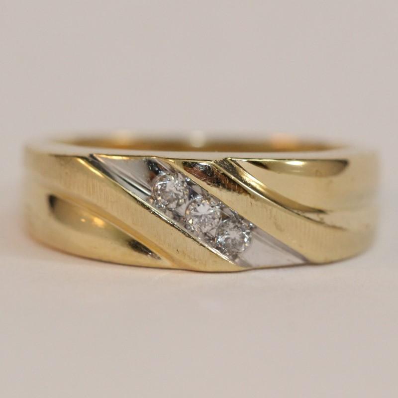 Men's 10K Yellow Gold and Diamond Wedding Band Size 9.25