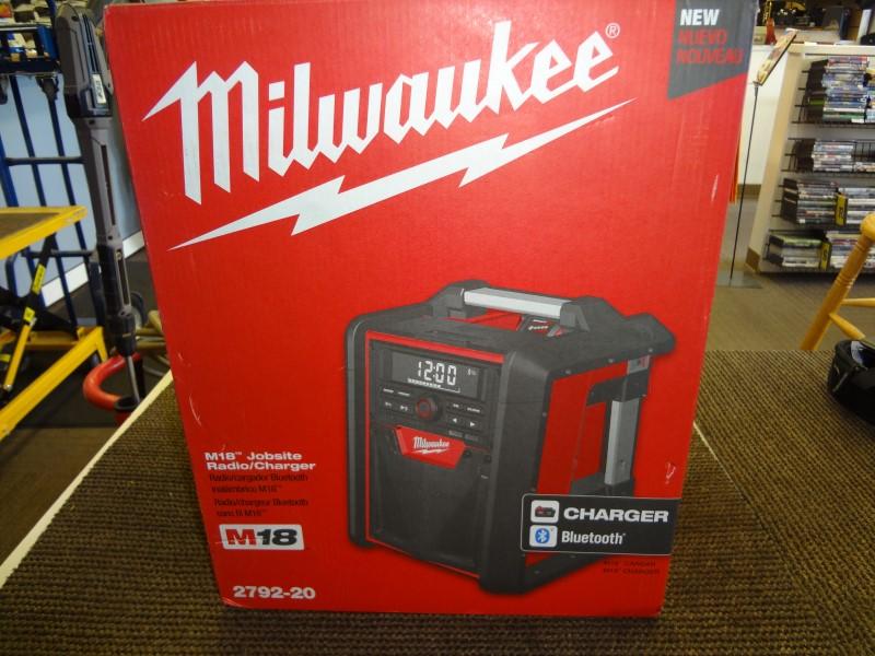 MILWAUKEE M18 JOBSITE Radio/Charger 2792-20