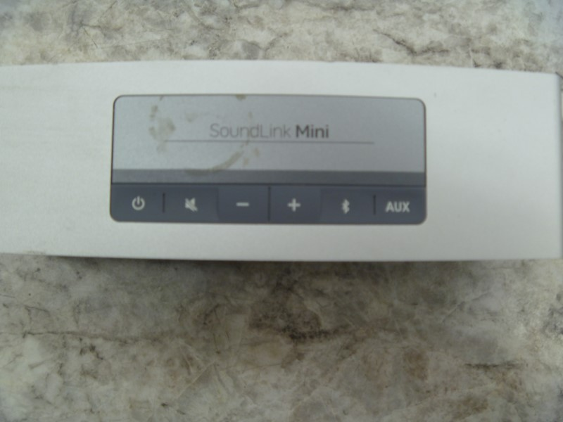 BOSE SOUNDLINK MINI WITH CHARGER