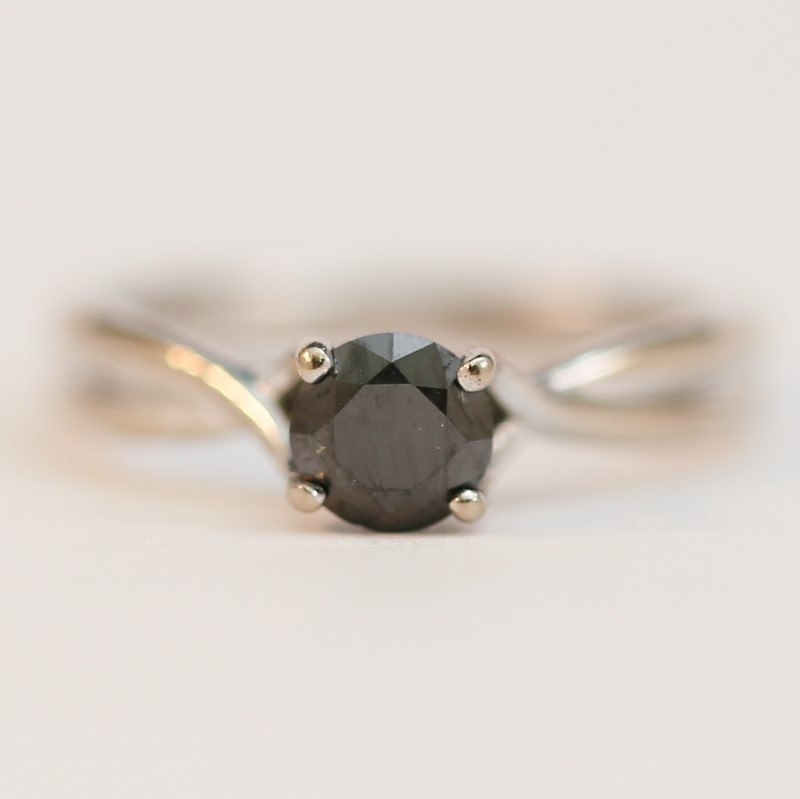 Twisted 18K W/G Round Brilliant Black Diamond Solitaire Ring Size 5