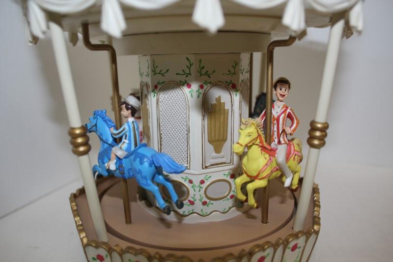DISNEY Music Box MARY POPPINS SNOW GLOBE