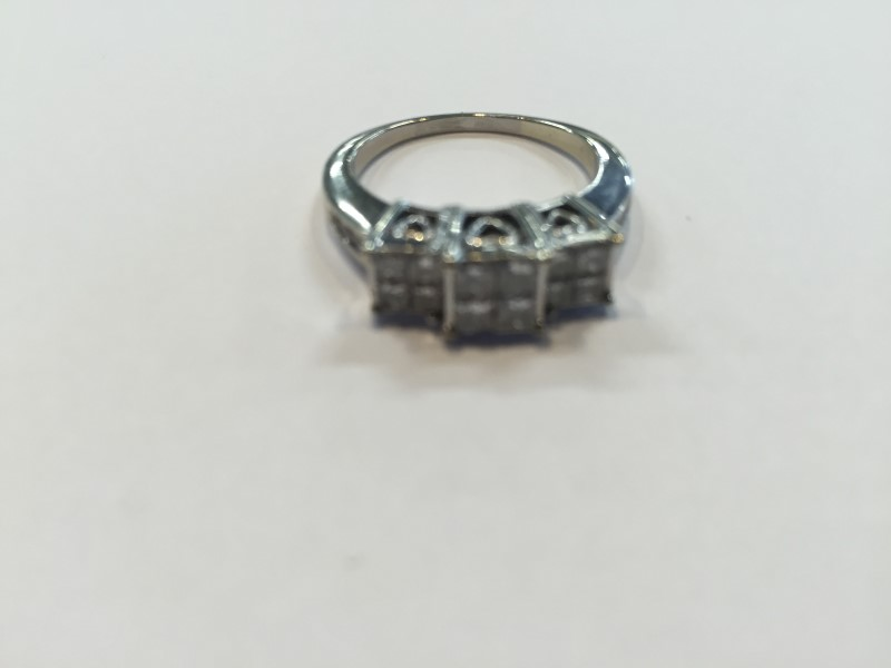 Lady's Diamond Cluster Ring 18 Diamonds 1.26 Carat T.W. 14K White Gold 5.34g