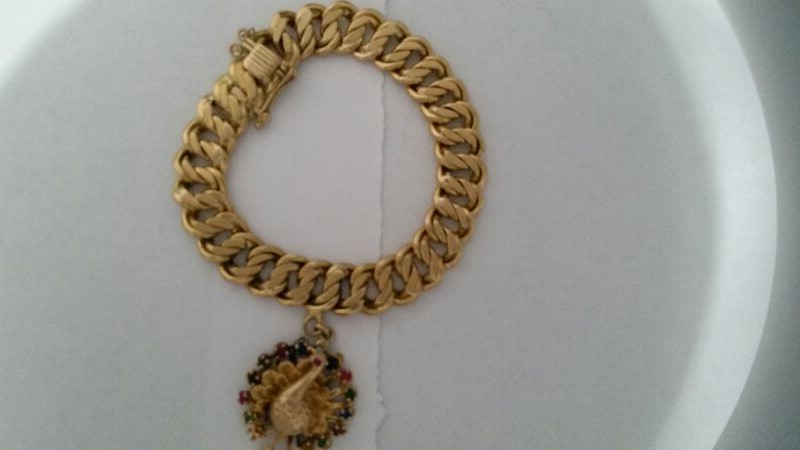 GOLD LINK CHARM BRACELET WITH PEACOCK CHARM. 14K YELLOW GOLD 55.1g