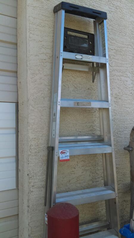 WERNER Ladder FIBERGLASS 8 FOOT LADDER