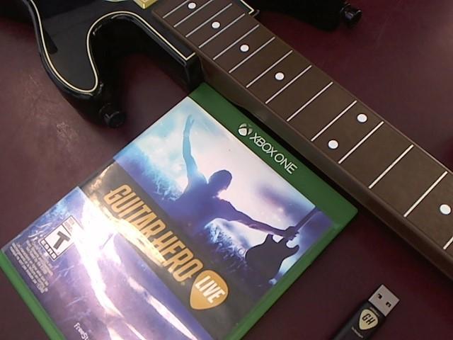 SONY PS4 GUITAR HERO (GAME & GUITAR)