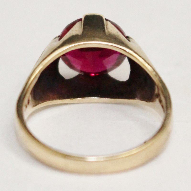 9K Yellow Gold Red Stone Ring Size 6.5