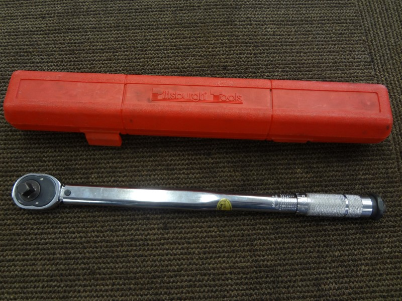 PITTSBURGH 1/2 IN. DRIVE CLICK TYPE TORQUE WRENCH WITH MANUAL AND RED CASE