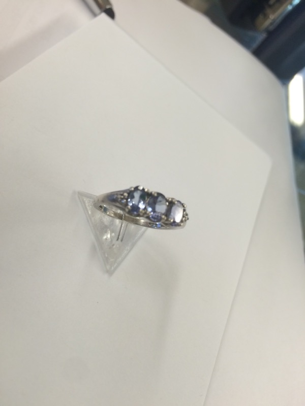 Tanzanite Lady's Silver & Stone Ring 925 Silver 1.06dwt