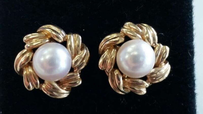 PEARL GOLD STUDDED EARRINGS, IN 14K YELLOW GOLD, WITH A GRAM WEIGHT OF 3.7