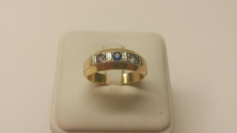 10k Yellow Gold Ring with 3 Stones - 4.7dwt - Size 10