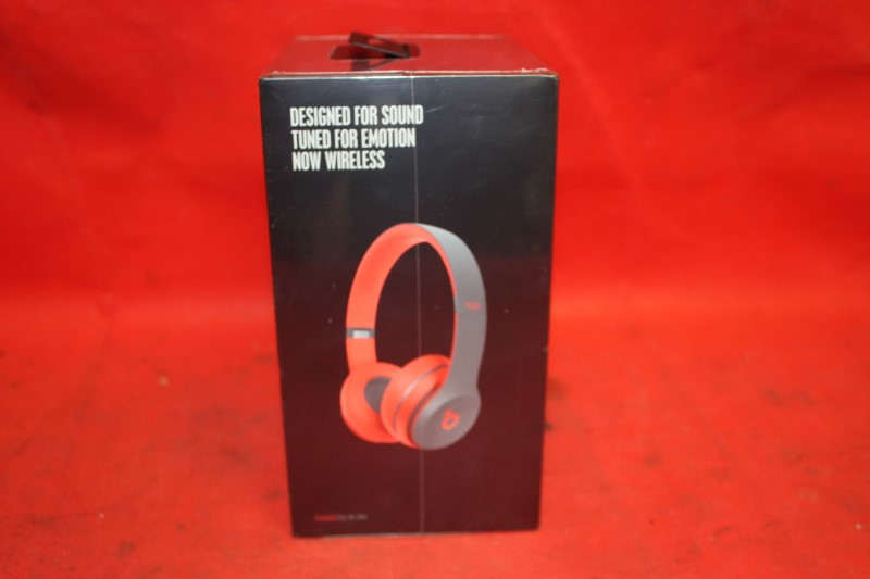 Beats Solo 2 Wireless Headphones by Dr. Dre - Black and Red