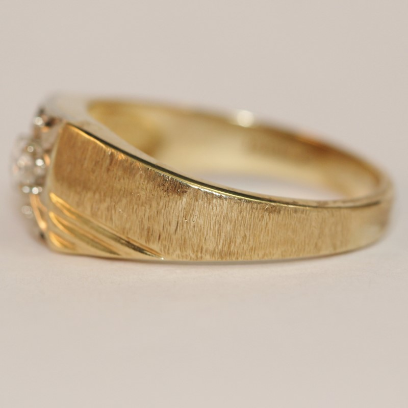 10K Yellow Gold Thick Band Diamond Solitaire Ring Size 9