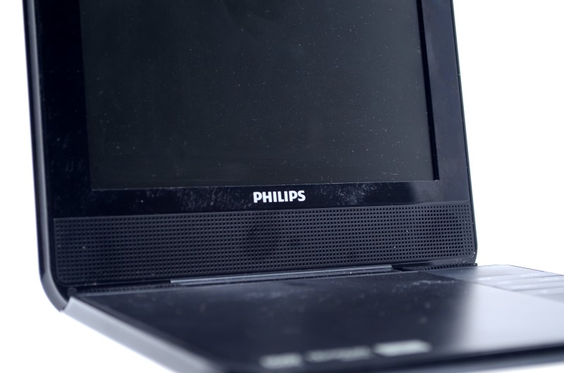 """Philips PD700/37 7"""" Portable DVD Player - White *Free Shipping*"""
