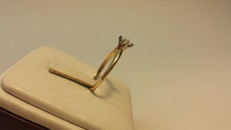 14k Yellow Gold Ring with 1 Marquise Diamond at .13ctw - 1dwt - Size 7
